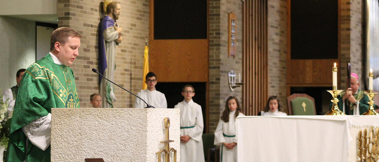 Bishop Perez celebrates vibrant, youth-focused liturgy during St. Columbkille School visit