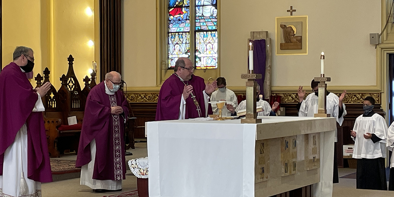 Giving of ourselves is following Jesus' way, bishop tells faithful at Holy Name Parish